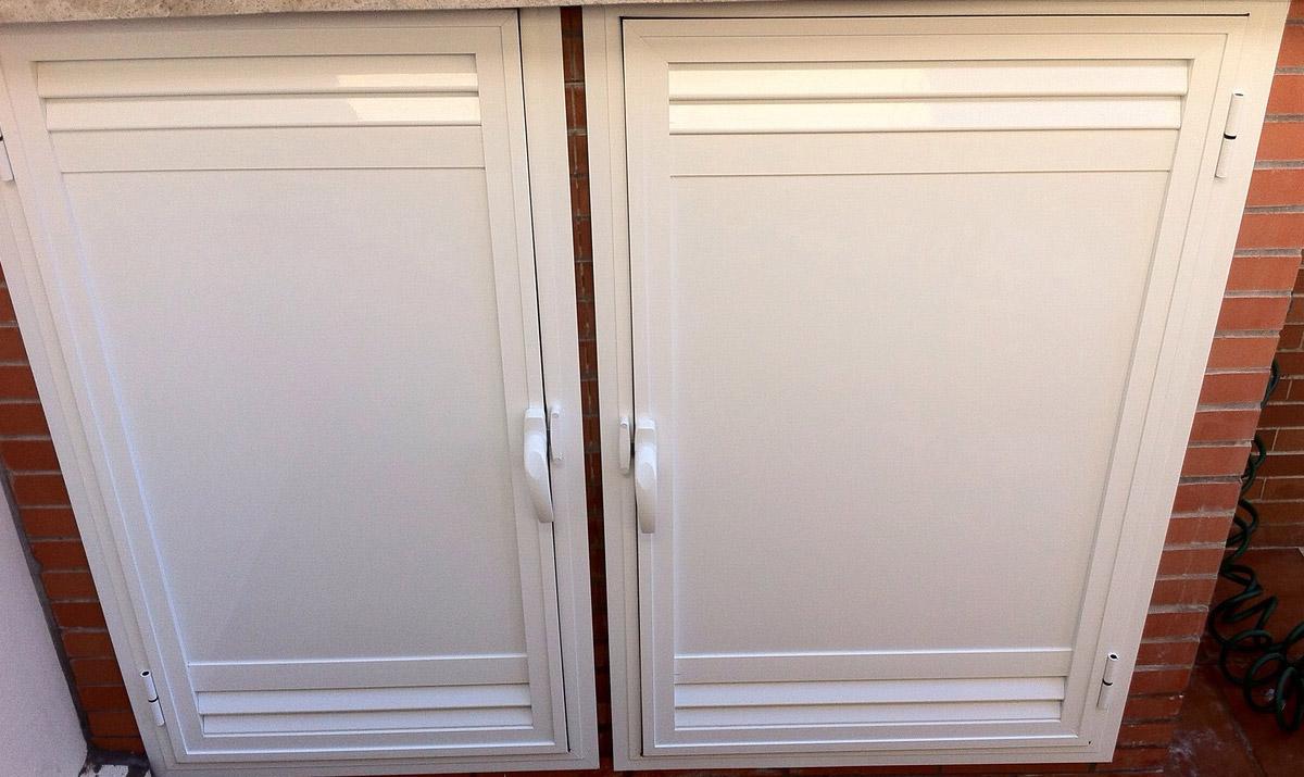 Proyectos en aluminio carpinter a met lica tovar - Puertas de aluminio blanco para exterior ...